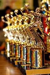 """3 Ways to Attract """"Trophy Bloggers"""""""