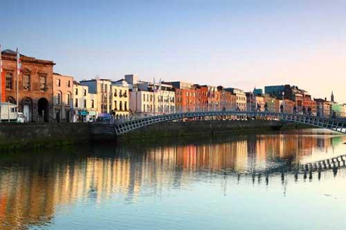 dublin-ireland-hapenny-bridge_71481409